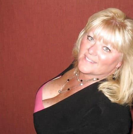 Jolie commerçante de 47 ans, célibataire avec un cœur à prendre