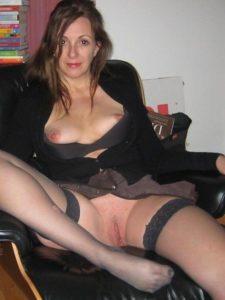 Femme cougar de 38 ans, cherche sorties et plus si affinités
