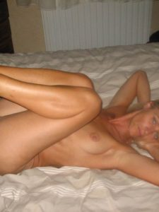 Marlène, blonde sexy, j'aimerais deux hommes pour mes 40 ans