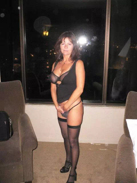Isabelle, brunette coquine de 48 ans pour sorties et sexe