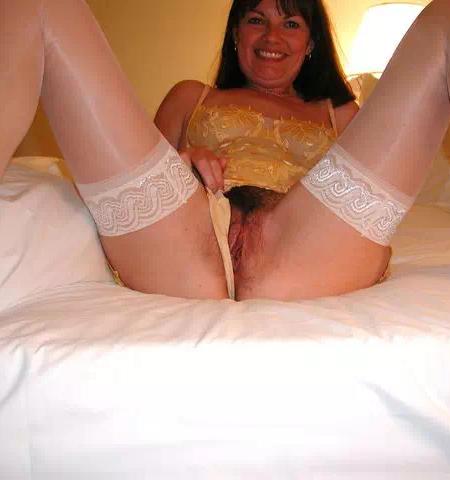 Emmanuelle banquière de 42 ans prête pour un plan sexe ou webcam hard
