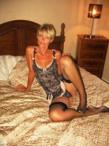 Femme sexy et mignonne de 55 ans pour un jeune homme