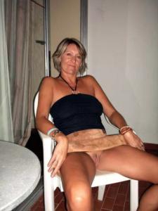 Cathy, déjà grand-mère mais sexuellement encore très active